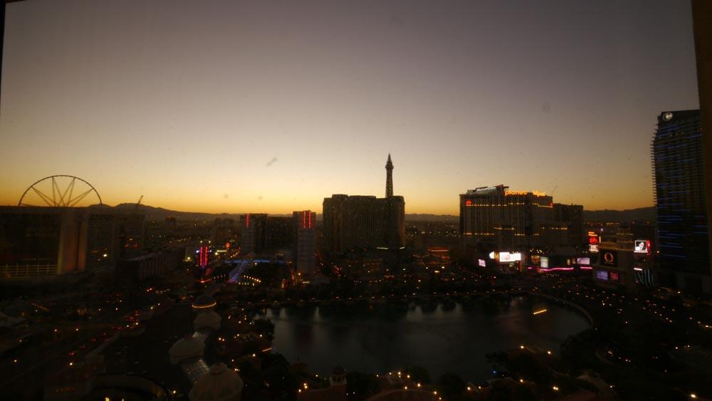私の朝は早い。早速日の出を撮る