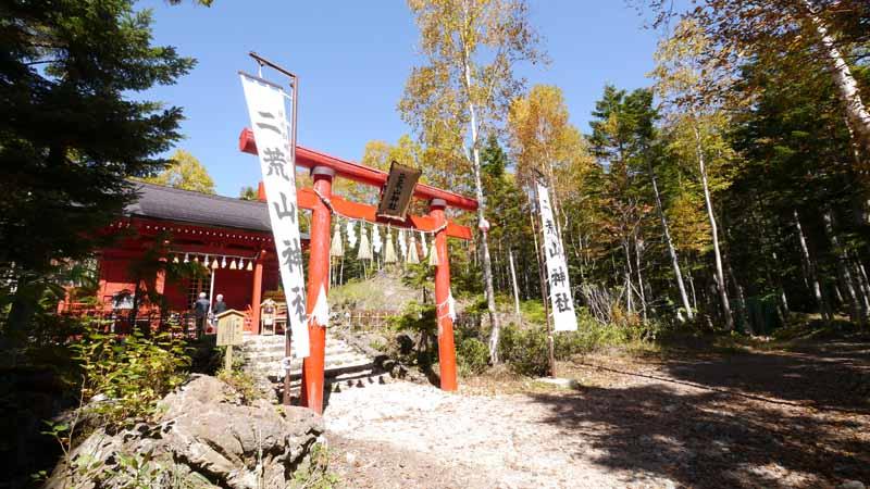 ちょっとした散策コースがあって、神社へのお参りと、散歩を楽しむご老人のご夫婦を結構見かけた。